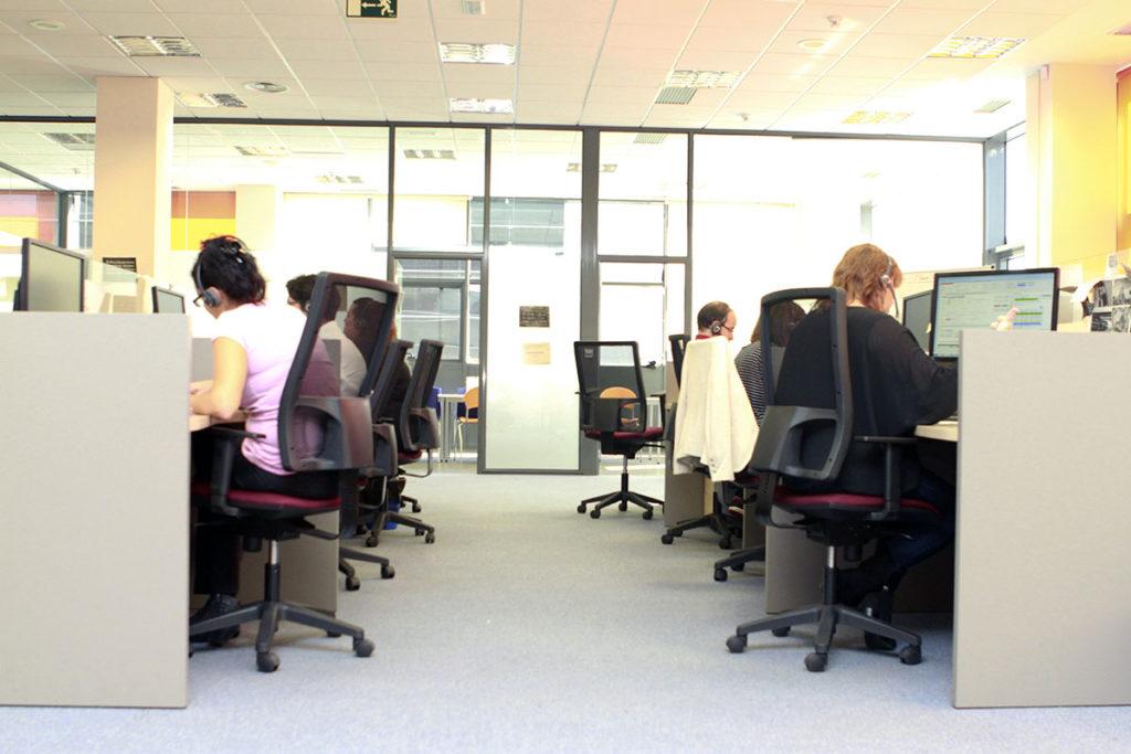 Nuestras oficinas modernas y funcionales seguros nogal for Oficina yoigo alcobendas